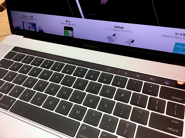 新MacBook Pro 15インチ Touch Bar搭載モデル - 2:USキーボードとTouch Bar