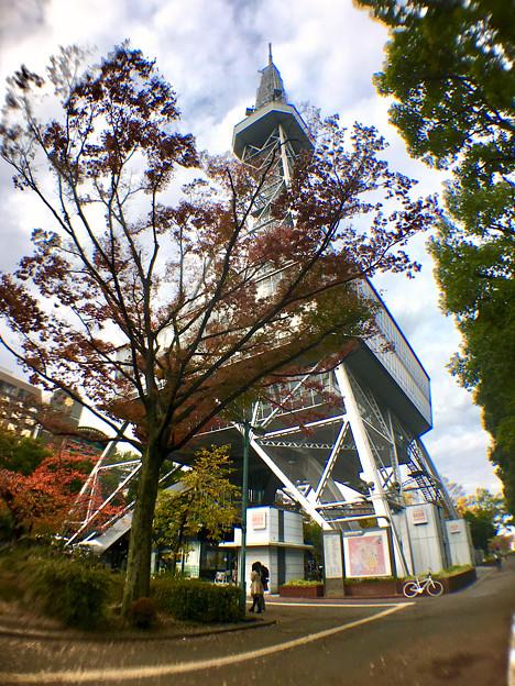 広角レンズで撮影した名古屋テレビ塔 - 2