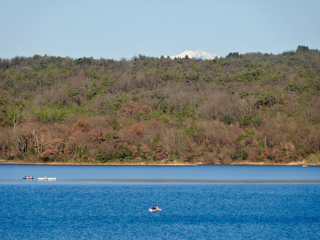 写真: 冬の入鹿池 - 14:雪を戴く御嶽山?