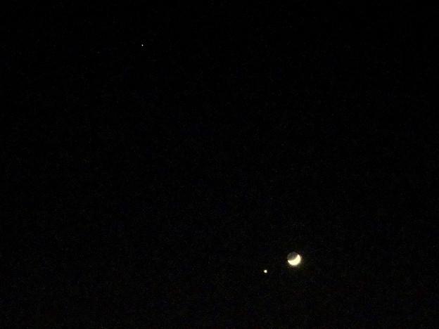 並んで輝く月と金星、それと火星(2017年1月2日)