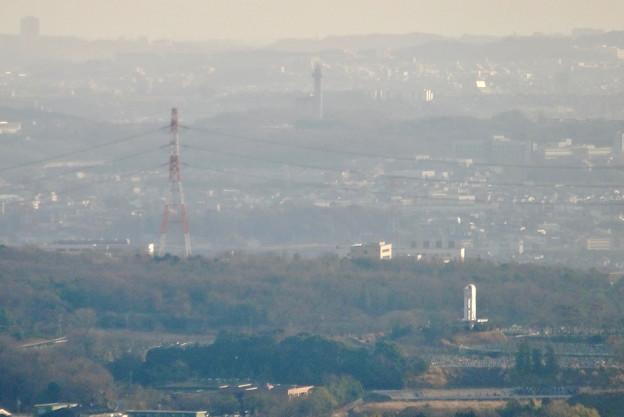 尾張白山社(白山神社)から見た景色 - 22:スカイワードあさひと潮見坂平和公園の建物