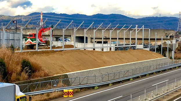 桃花台線の中央道上高架撤去工事高架(撤去後、2017年1月11日):防音壁の設置 - 7