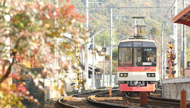 三宅八幡駅に到着するきらら