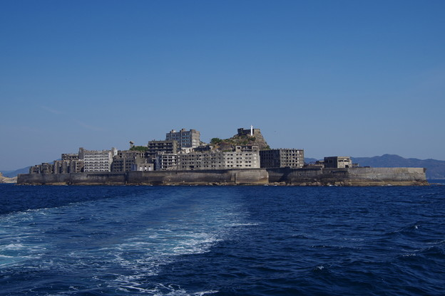 写真: 軍艦島