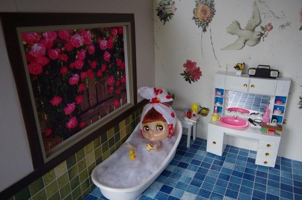 写真: アヒルと一緒に入浴中(^^)/