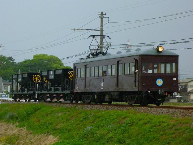 上毛電気鉄道デハ101 砕石散布輸送 大雨の中