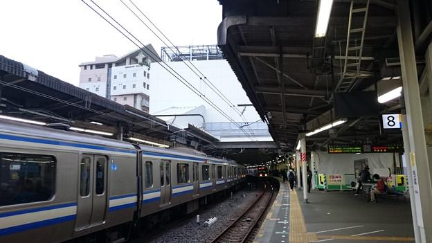 電車(E217系, 209系2000/2100番台)と新駅舎 [JR 千葉駅]