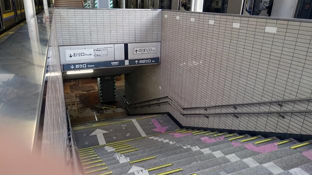 写真: 使用停止した階段 [JR 千葉駅]