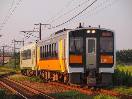 キハE120普通 信越本線さつき野~荻川
