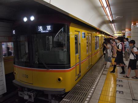 メトロ1000系   メトロ銀座線表参道駅03