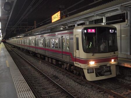 京王8000系特急 京王線明大前駅02