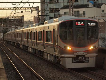 323系普通  大阪環状線大正駅01