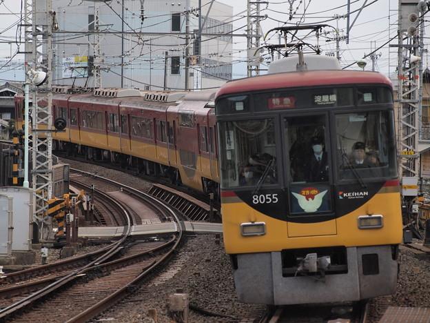 京阪8000系特急 京阪本線八幡市駅