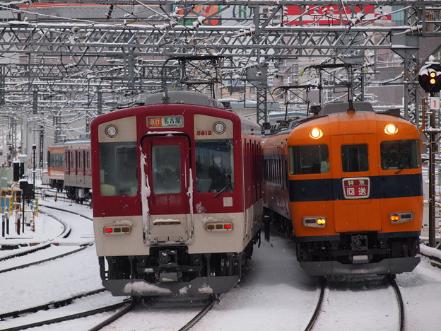 近鉄12600系回送と近鉄5800系急行 近鉄名古屋線米野駅