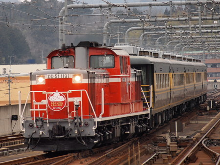 DD51 サロンカーなにわ  山陰本線福知山駅06