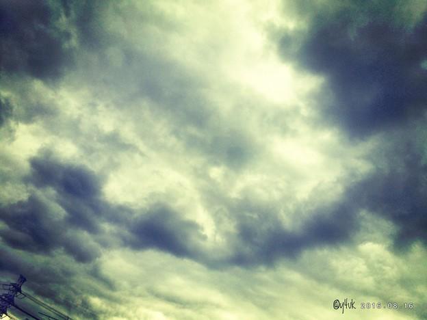 台風前の空 ~がんばれ鉄塔