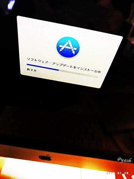 Photos: Macは楽しい ~アップデートをインストール中