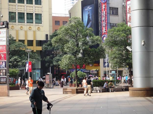 南京東路歩行街 世茂商厦前2