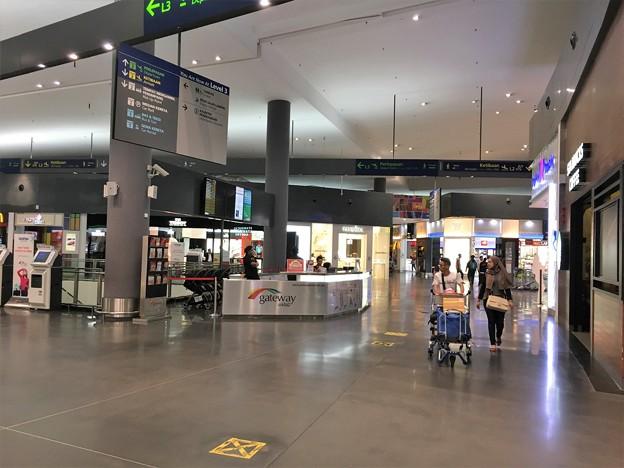 マレーシア クアラルンプール空港で一服 (8)