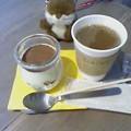 写真: ティラミスとコーヒー
