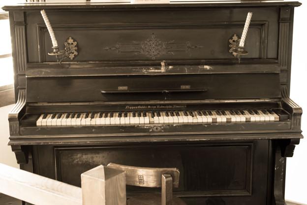燭台付きピアノ
