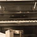 Photos: 燭台付きピアノ