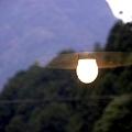 嗚呼 窓に写りし傘電球・・・