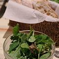 Photos: セットのグリーンサラダとパン