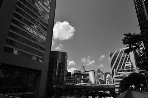 ビル街を走る
