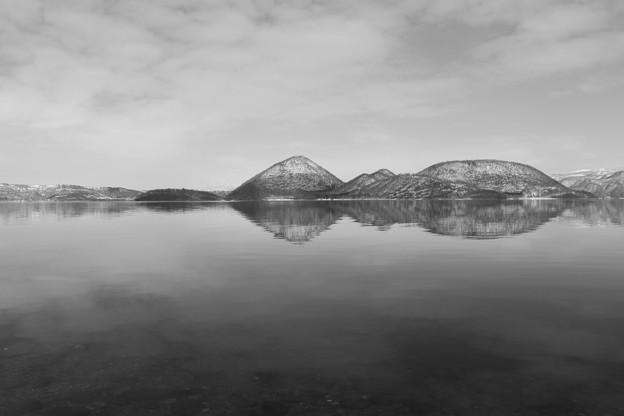 湖と島と空 (2)