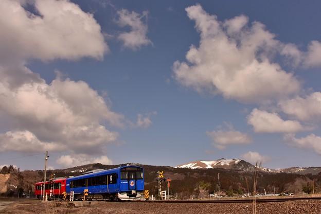春,残雪の寒風山