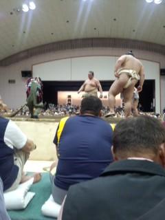 地元に大相撲がやってきました~!!かなり良い席当たったよ。土俵から...