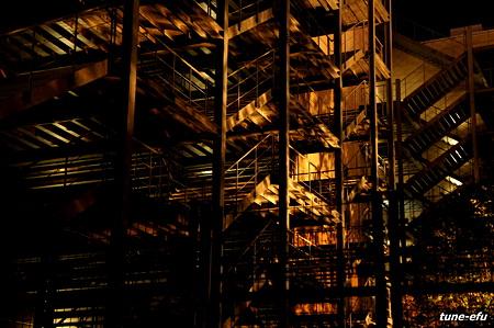 裏階段の夜
