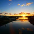Photos: 朝焼けにかかる橋