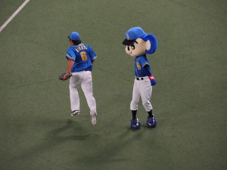 4/22(金) 昇竜デーでドアラの選手送りだしからの松平健さん始球式。