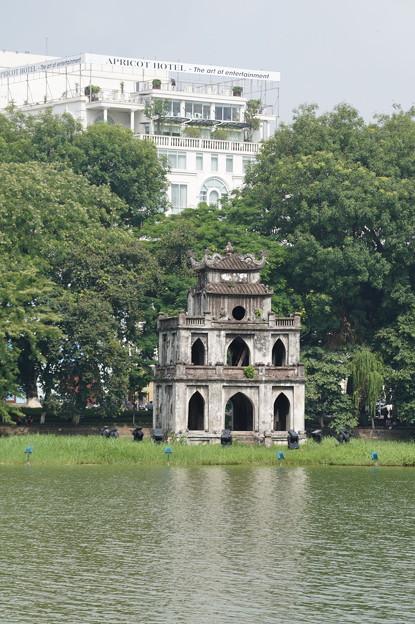 還剣湖と亀の塔