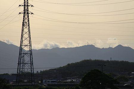 青山高原の風車と夕日(失敗)