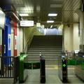 写真: 早朝の王子駅南口