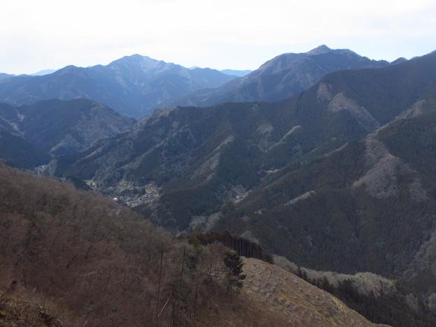 写真: 御前山&大岳山