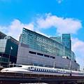 写真: 新幹線と戦艦