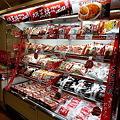 写真: EAT& のキッチンに展示されている冷凍食品
