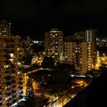 写真: 向かいの部屋からの夜景