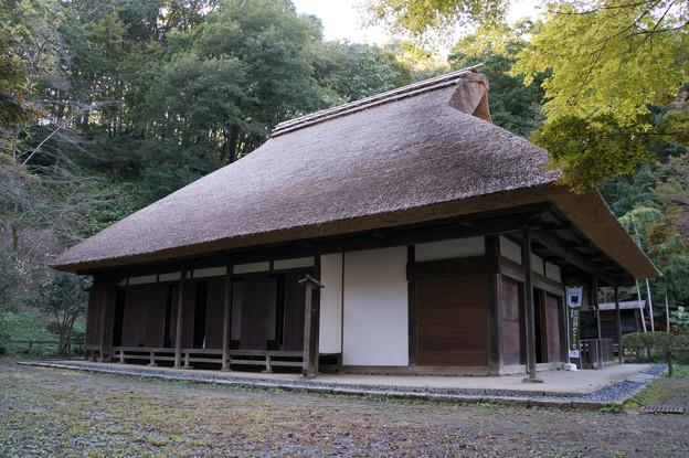 屋根の茅葺きが新調された、旧荻野家です。