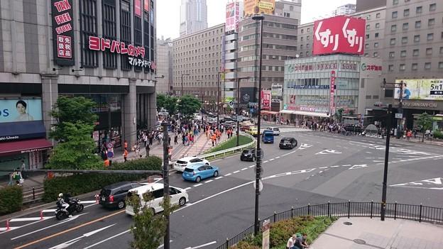 大阪梅田・ヨドバシカメラ前で5