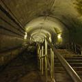土合駅の下から階段を見上げる