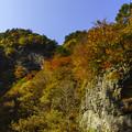 Photos: 岩肌と紅葉