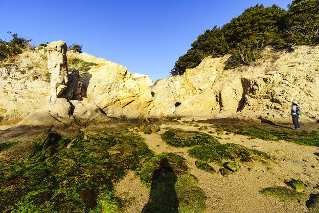 浸食されてできた岩場