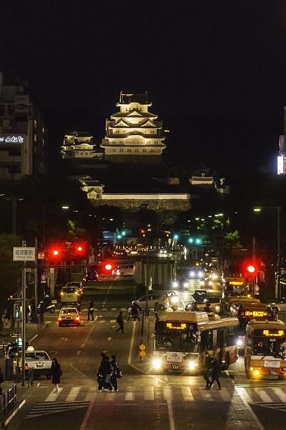 姫路駅から姫路城を望む