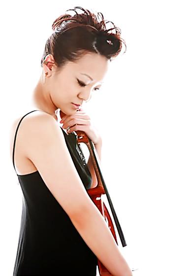 写真: 吉田飛鳥 よしだあすか ヴィオラ奏者 ヴィオリスト        Asuka Yoshida