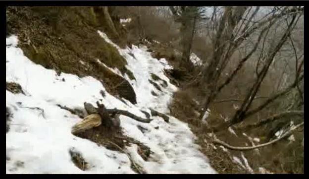 実は滑落を覚悟した凍った登山路